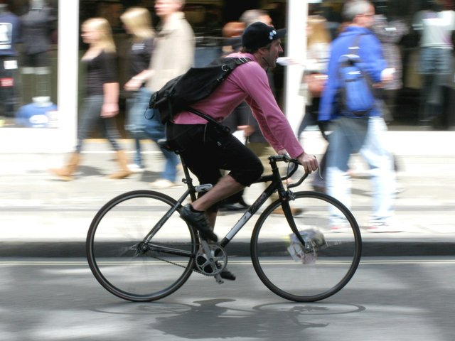 bicycle_courier_552.jpe
