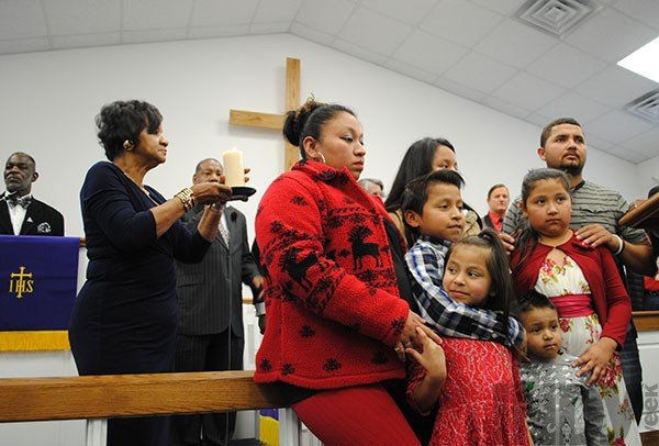 cardona_-left_-and-her-family-pray-during-a-vigil-on-march-11-_2_.jpe