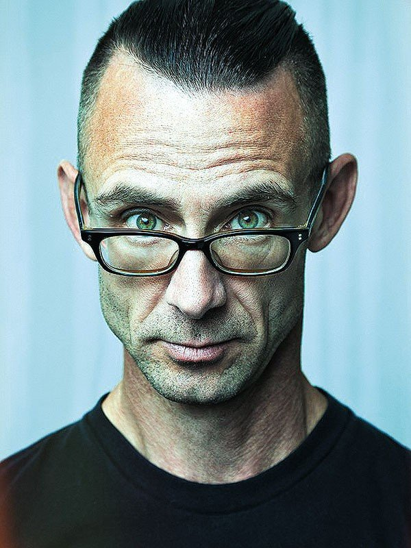 6_page_chuck-palahniuk_photo-by-allan-amato.jpe
