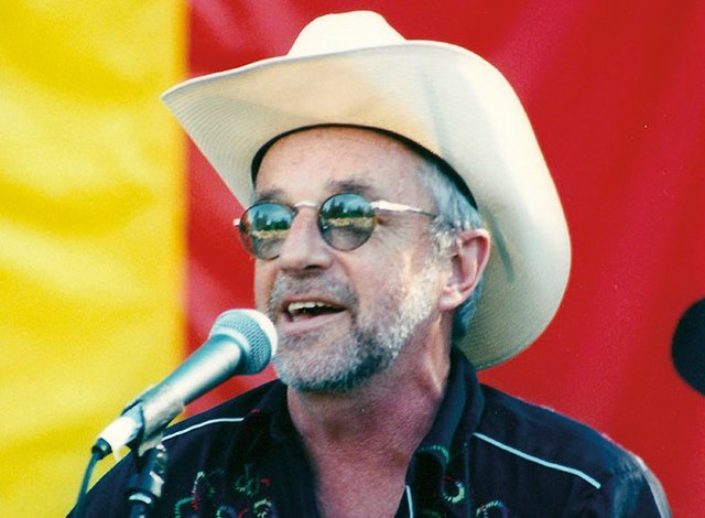 patrick-onstage-at-seattle-gay-pride-2000-e1461127279216-680x500.jpe