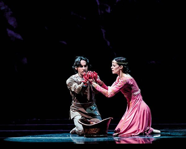 27_stage_macbeth_lara-o_brien-and-marcelo-martinez_photo-b.jpe