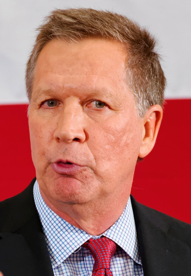 governor_of_ohio_john_kasich_at_fitn_in_nashua_nh_by_michae.jpe