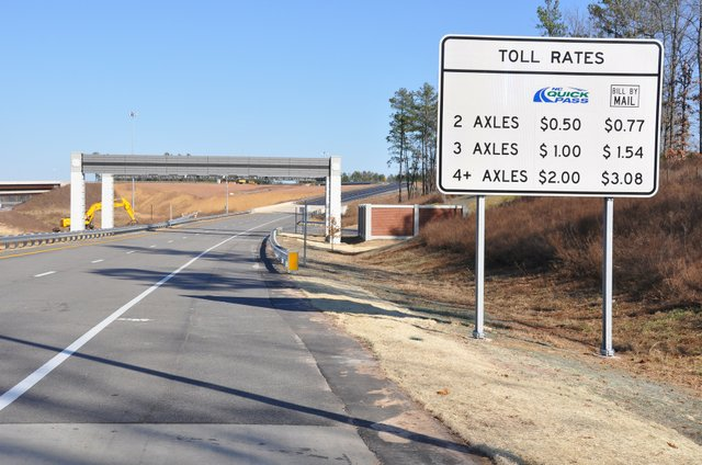triangle_expressway_toll_rate_sign.jpe