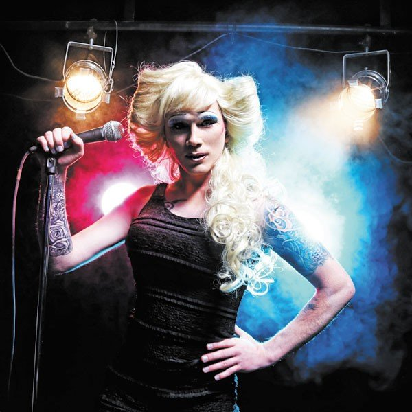 6_theater-_top-priority_hedwig_chris-maxwell-as-hedwig_photo-by-curtis-brown-p.jpe