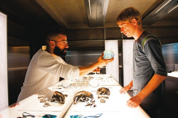 22_film-reviews_ex-machina_courtesy-of-a24-films.jpe
