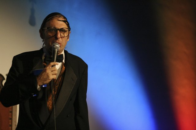 neilhamburger_bysimoneturkington_07.jpe