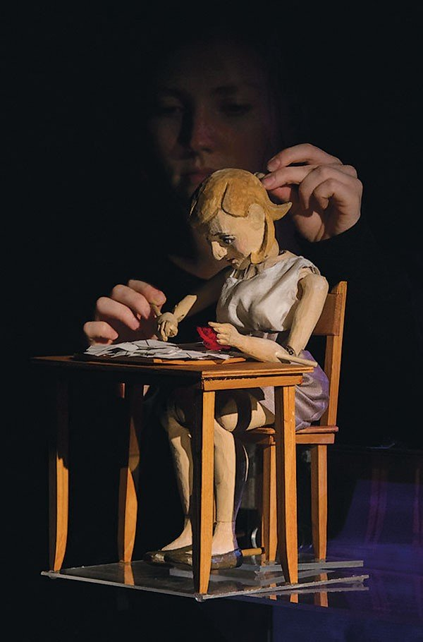 29_theater-review_feet-have-lost-the-ground_photo-by-nick-graetz.jpe