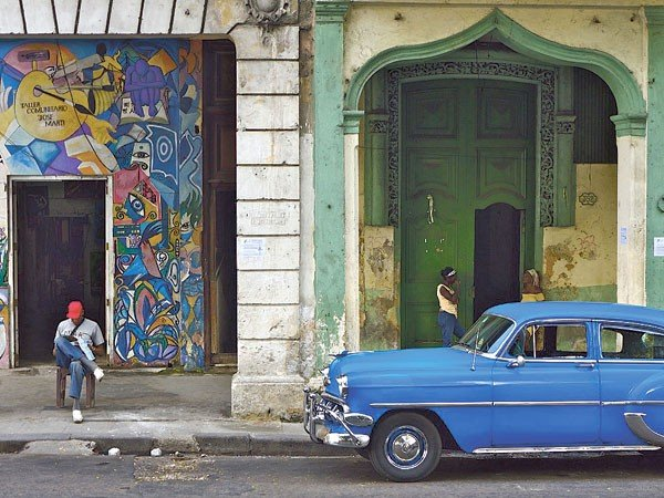 08_visual-arts_eye-of-the-beholder_blue-havana-by-elizabeth-matheson.jpe