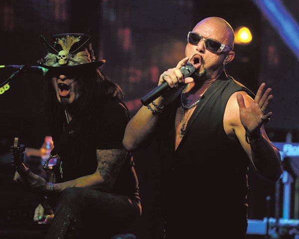 06musfeat_queensrychephoto2014geofftate_robertsarzobyjeffdaly.jpe
