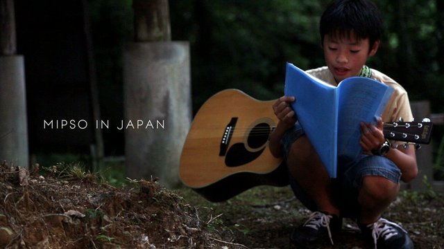 2_kid_guitar.jpe