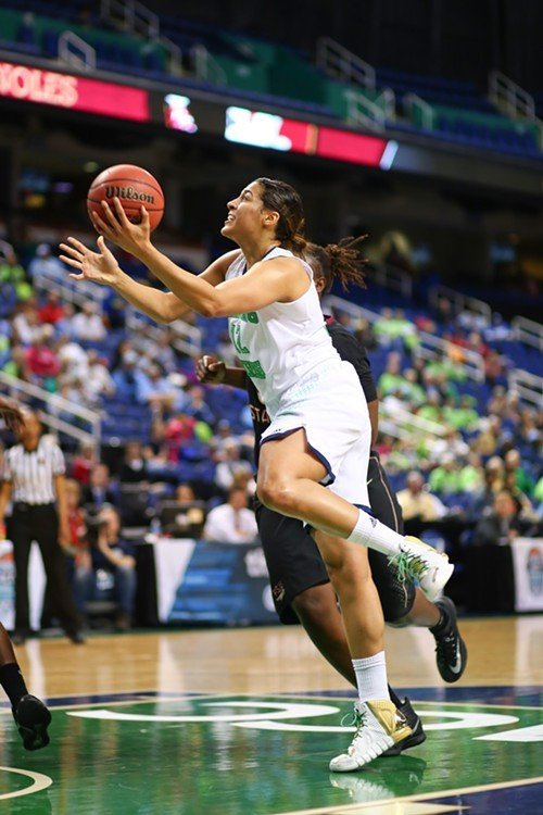 Notre Dames Taya Reimer drives to the hoop against Florida State.
