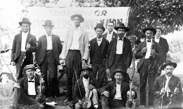 25coverstory_mainbarraleigh-fiddlers-convention-1905_courtesy-martha-andrews-.jpe
