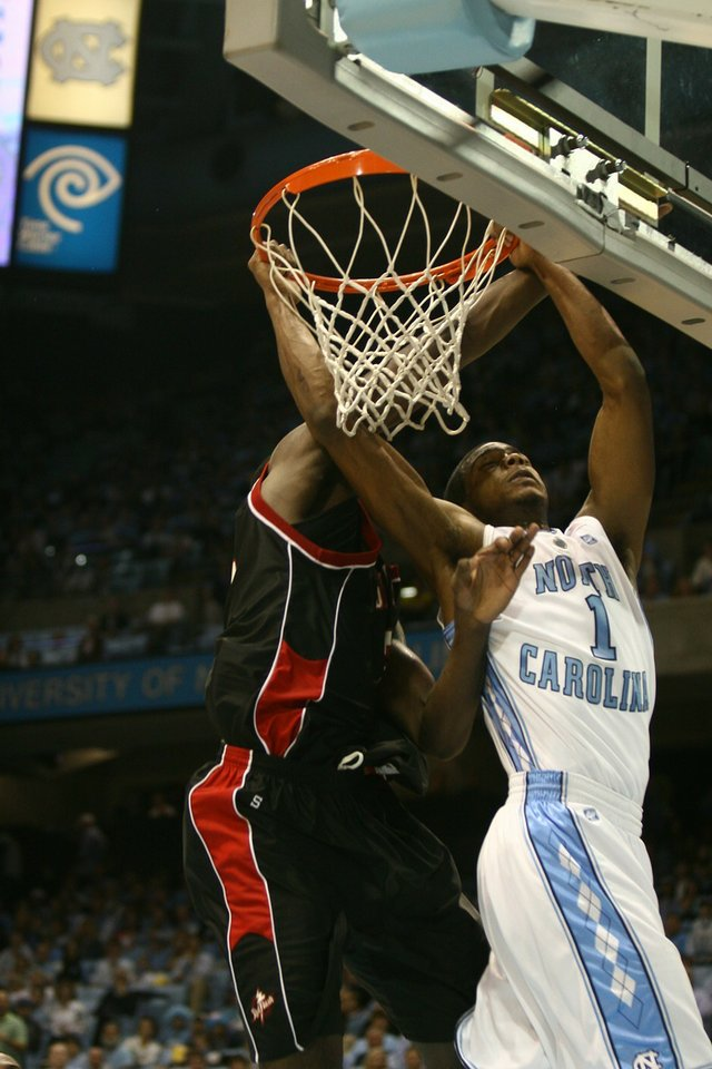 1294021112-carolina_men_s_bball_1_2_11_200_size.jpe