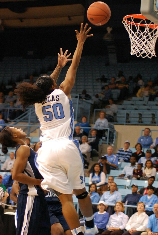 12_unc-women_basketball_rwr_7.jpe