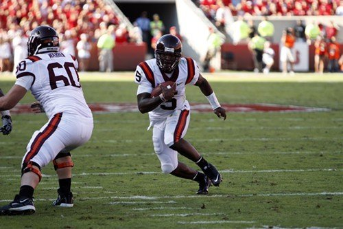 Virginia Techs Tyrod Taylor rushes the ball in the first half.