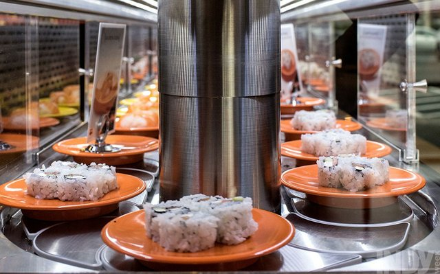 A Japanese American Cautiously Accepts Conveyor-Belt Sushi at Rockin