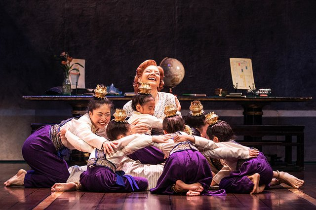 3.13_ArtsCal_Stage_TheKing&I_Angela-Baumgardner-as-Anna-Leonowens-and-the-Royal-Children-in-Rodgers-&-Hammerstein's-THE-KING-AND-I_Photo-by-Matthew-Murphy.(1).jpg