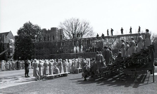 24_extra_art_for_handmaids_tale_archival_photo_courtesy_of.jpe