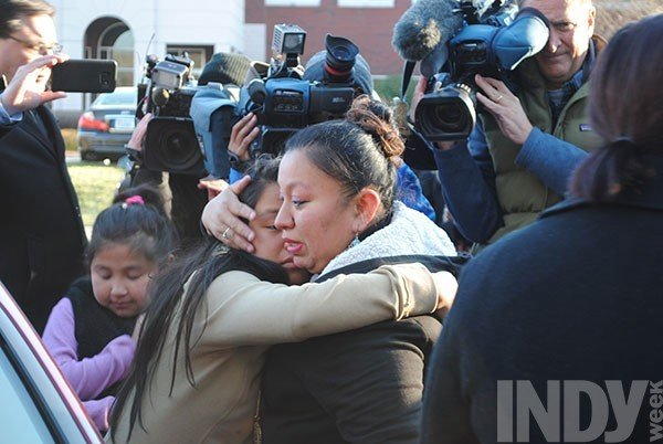 cardona-hugs-her-twelve-year-old-daughter-before-her-ice-visit-_2_.jpe